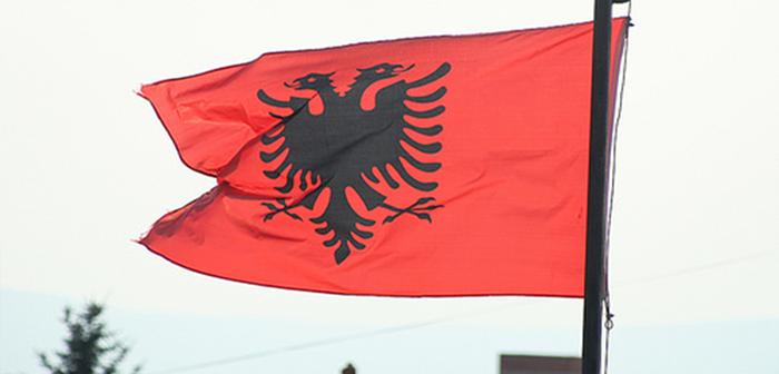 Shqiptarët në Mal të Zi pjesë e një populli të ndarë, por kanë vetëm një flamur  kombëtar.