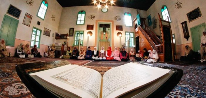 Bashkësia Islame: Namazi i Bajramit nuk do të falët në objektet fetare