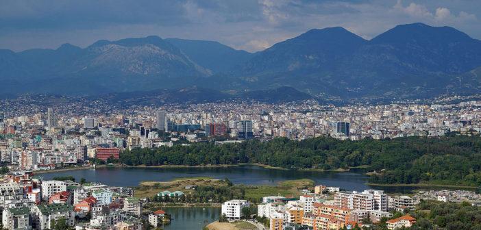 Hiqet detyrimi për leje pune për shqiptarët nga Mali i Zi dhe Maqedonia e Veriut