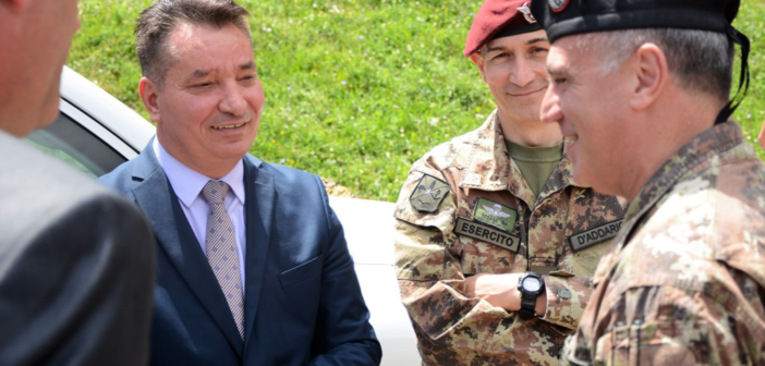 Lekaj u tregon rrugën Deçan – Plavë ambasadorëve të vendeve të BE-së