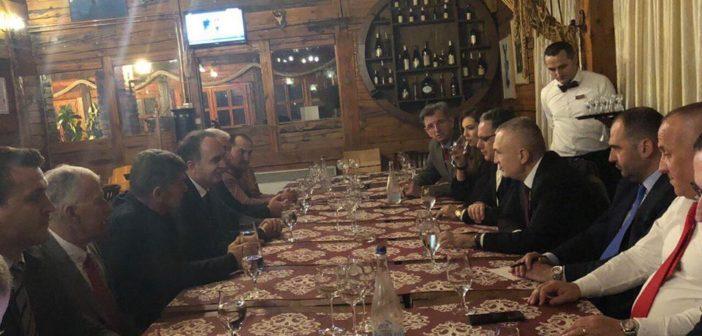 Presidenti Meta takohet me përfaqësuesit e partive shqiptare në Tuz
