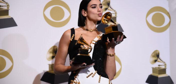 """Dua Lipa shkruan historinë, fiton dy çmime """"Grammy"""" (Video)"""