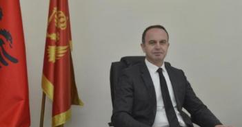 Gjeloshaj: Shqiptarët i respektojnë simbolet shtetëtore por flamuri shqiptar nuk respekohet në Mal të Zi