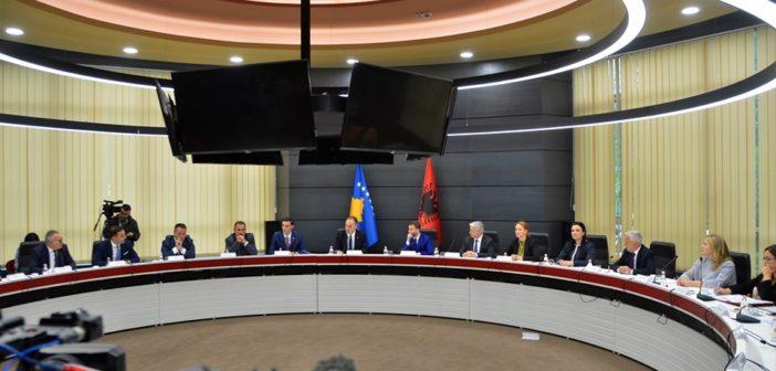 U mbajtë mbledhja e radhës e dy Qeverive, pa Kryeministrat Rama-Haradinaj