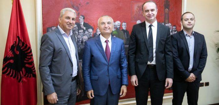 Presidenti Meta priti në takim drejtuesit e Komunës së Tuzit