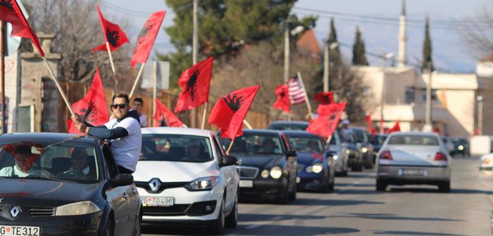 Forumi Shqiptar: Flamuri kombëtar përherë do të valvisë në trojet tona