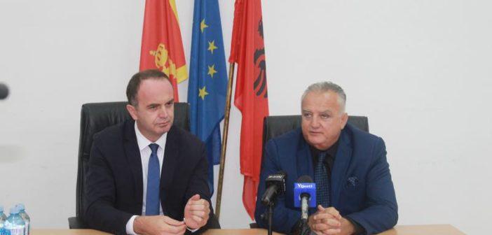 Zenka dhe Gjeloshaj: Flamuri shqiptarë do të vazhdojë të valvitet në Mal të Zi