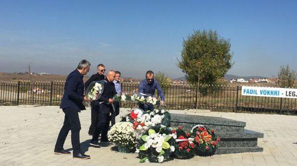 Saviqeviq bën homazhe te varri i Fadil Vokrrit