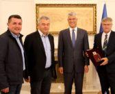Presidenti Thaçi dekoron Arqipeshkvin e Tivarit Rrok Gjonlleshaj