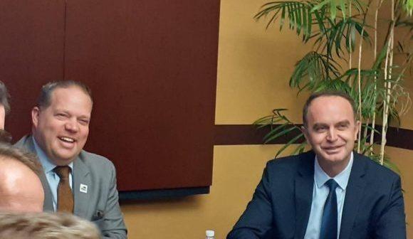 Gjeloshaj takim në SHBA me z.Bryan Barnnet, majorin e Rochester Hills