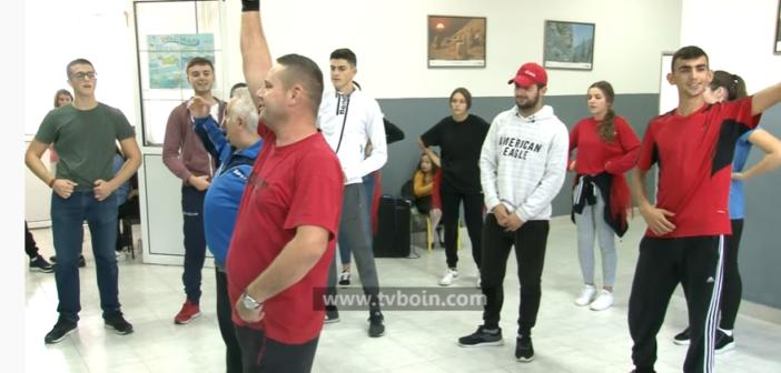 """SHKA """"Koha"""" nga Dinosha po zhvillon përgaditjet për Festën e Flamurit (Video)"""