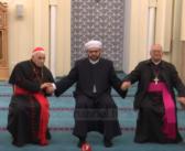 Klerikët luten së bashku në kishat dhe xhamitë e Shkodrës